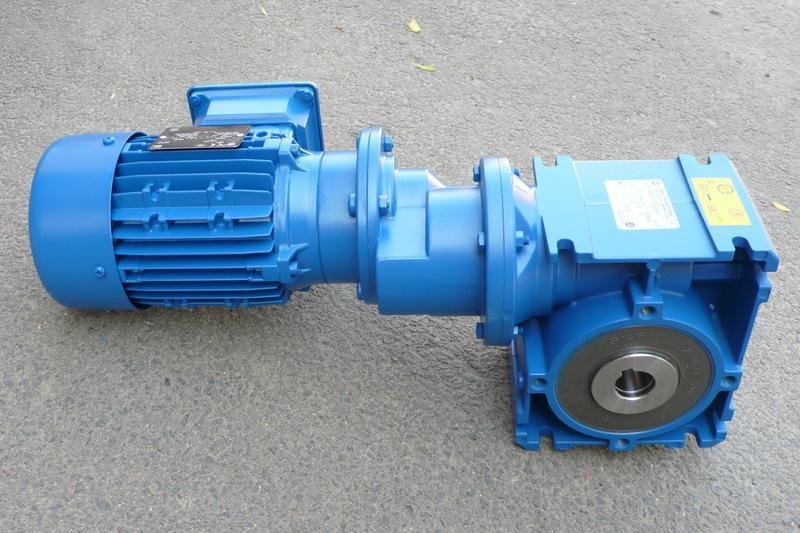 Червячный мотор-редуктор в агрегате с электродвигателем